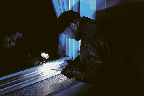 ХОППЕ, взломщик у окна